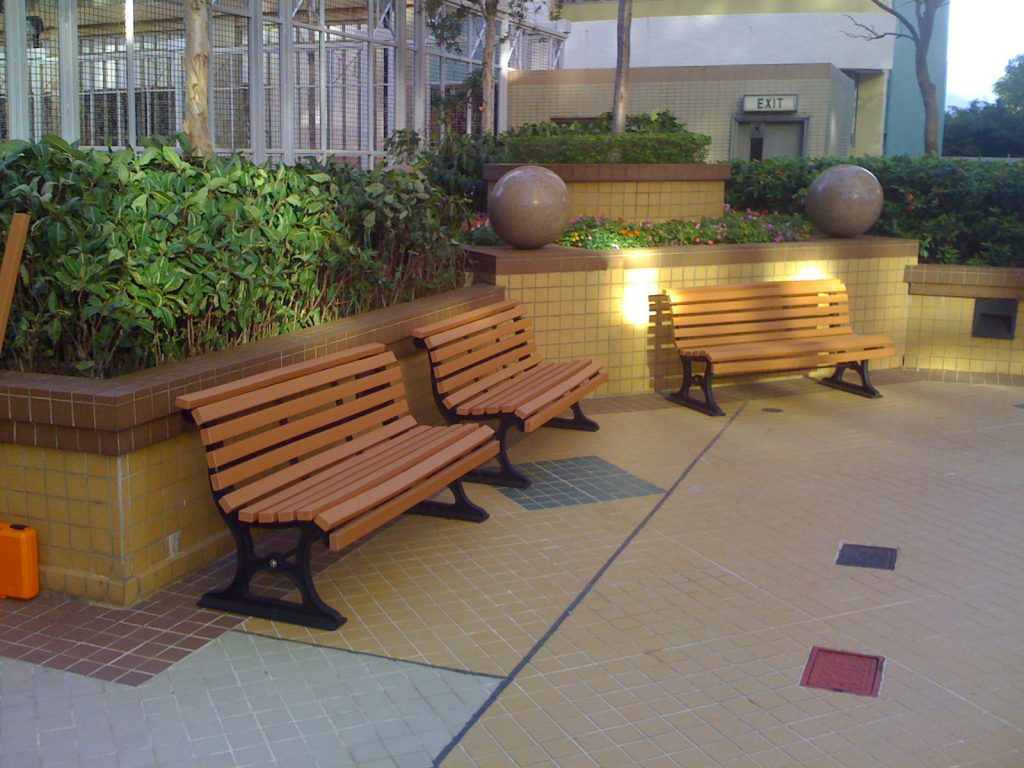outdoor recycled plastic bench