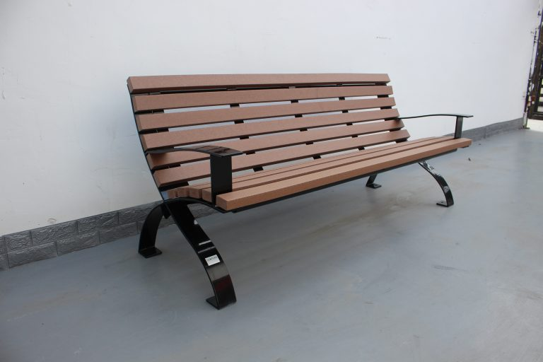 commercial recycled plastic park bench P5 plastic lumber and glossy black powder coating 01