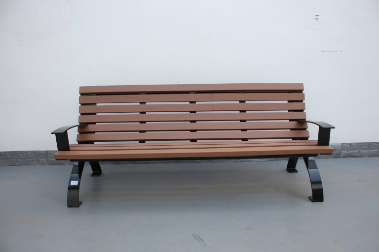 commercial recycled plastic park bench P5 plastic lumber and glossy black powder coating 02