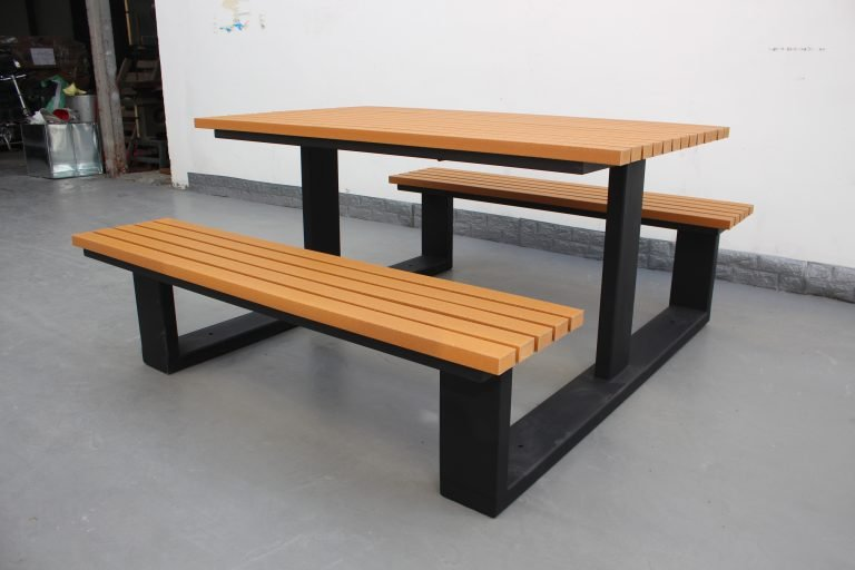 Commercial Recycled Plastic Picnic Table SPP-105 Matt Black Powder Coating RAL9005 and P3 Plastic Lumber (1)